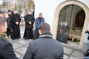 """Modlitwa w Godzinie """"W"""" @ Grób Bp. Edwarda Materskiego, Cmentarz przy ul. Limanowskiego w Radomiu"""