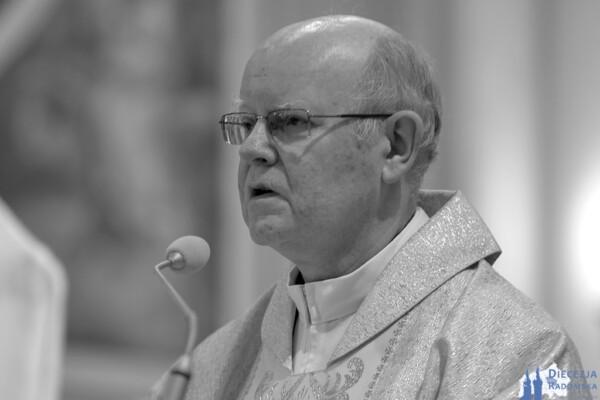 Pogrzeb śp. Ks. prał. Edwarda Poniewierskiego @ Katedra pw. Opieki NMP w Radomiu | Radom | Mazowieckie | Polska